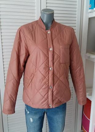 Стеганая куртка пудрового цвета