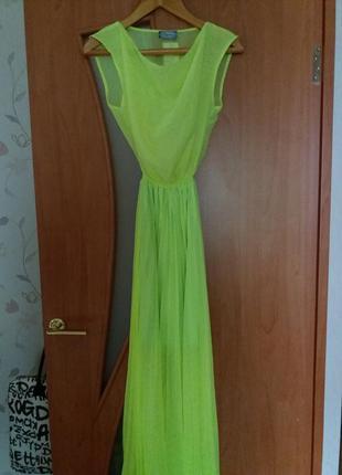 Красива сукня з плісованою спідницею )