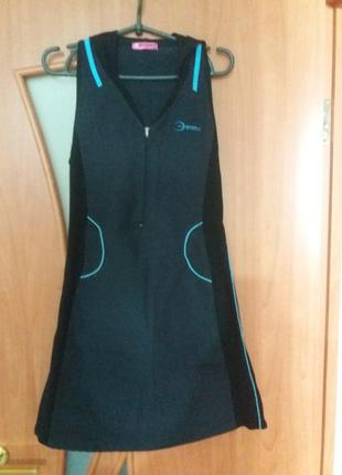 Надзвичайно стильна спортивна сукня )