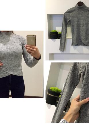 Трендовый серый свитер /гольф в рубчик асеметричный bershka