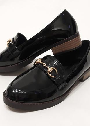 Черные лаковые туфли (лоферы, балетки)