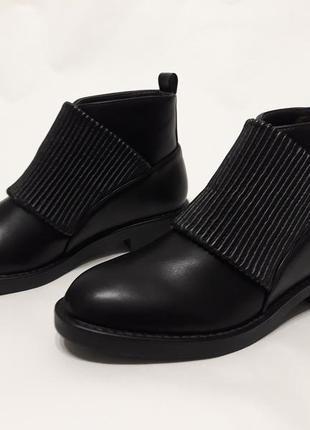 Черные женские демисезонные ботинки из эко-кожи