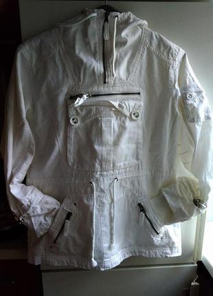 Стильная спортивная белая катоновая куртка кофта ветровка кенгурушка парка с капюшеном