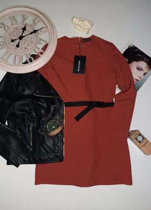 Крутое мини платье с актуальным поясом