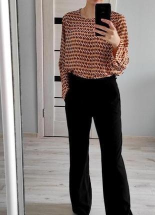 Стильная шифоновая блуза с абстрактным принтом
