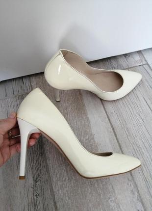 Классические кожаные лаковые лодочки, свадебные туфли