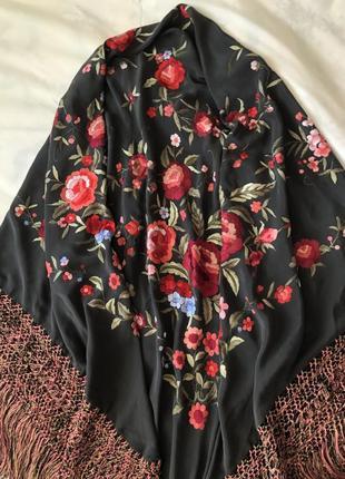 Шелковая винтажная piano шаль с цветочной вышивкой и бахромой. шёлк 100%