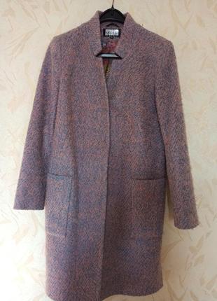 Стильное пальто прямого кроя