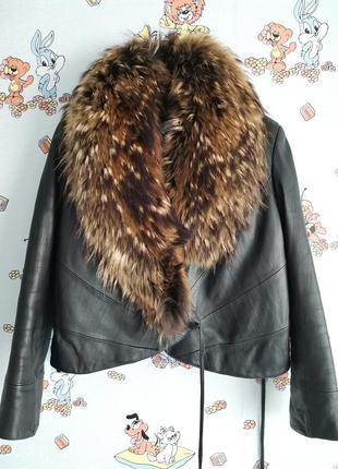 Женская кожаная куртка с запахом воротник из енота