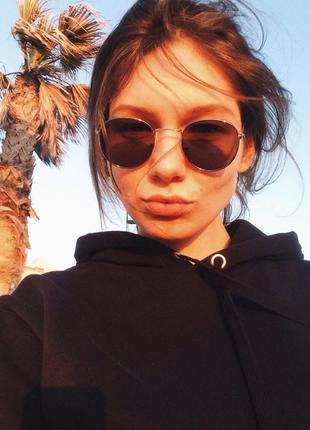 Чёрные очки с серебряной оправой)1