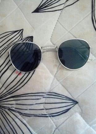 Чёрные очки с серебряной оправой)5