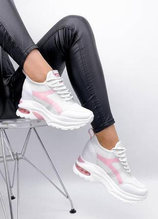 Сникерсы кроссовки на танкетке белые с розовым