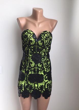 Красивое и сексуальное платье с кожыеым узором! фирменное!