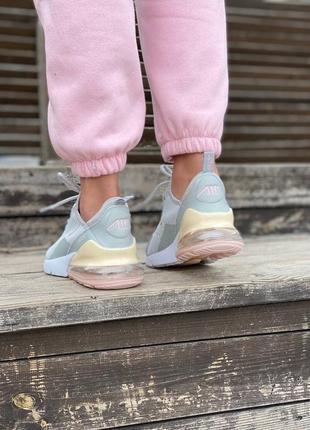 Стильні жіночі кросівки8 фото