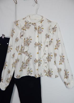 Нежная белая блуза рубашка вискоза в цветы с воланами оборками рюшами от h&m