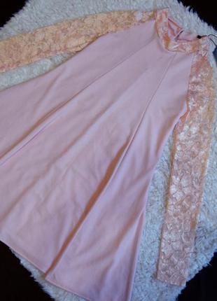 Красивое новое платье  с кружевными рукавами