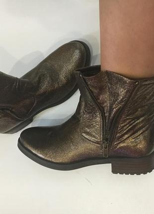Крутые демисезонные ботинки  золотистого цвета стелька 25 см
