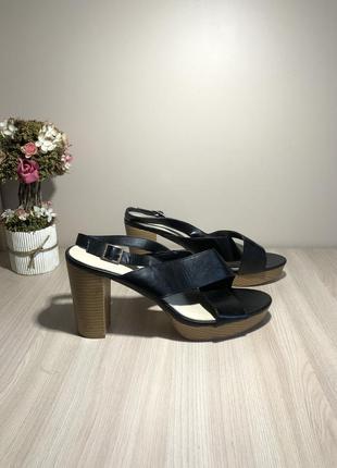 Босоножки новые на каблуке платформе класичні босоніжки  41