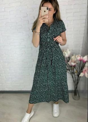 Платье в горошек с пуговицами