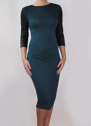 Модное платье миди  изумрудное