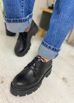 Женские закрытые демисезонные туфли на шнуровке