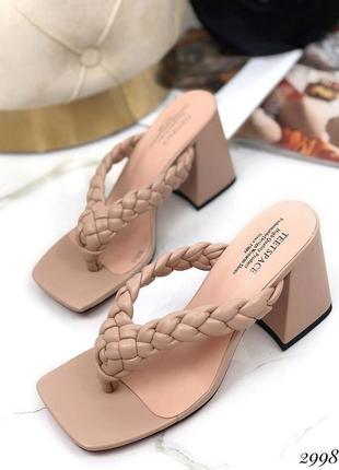 Шикарные шлепанцы на каблуке