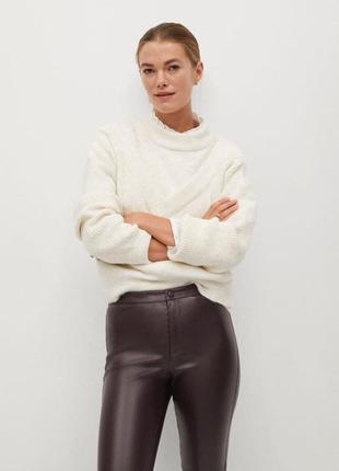 Отличные стильные брюки-леггинсы из экокожи.