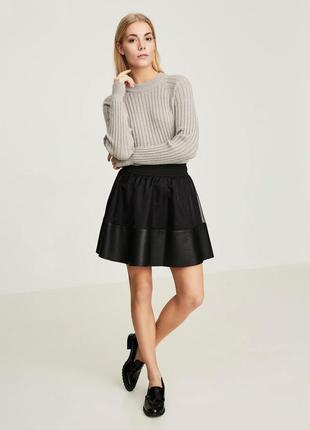 Короткая свободная расклешенная юбка с высокой эластичной талией
