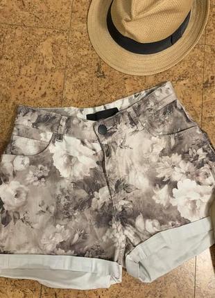 Классные шорты с отворотом