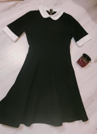 Стильное платье с воротником италия