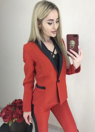 Красный костюм с лампасами, нарядный