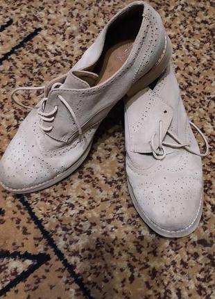 Светло-бежевые замшевые туфли obsel