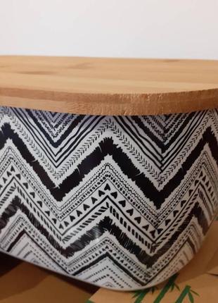 Хлебница из бамбукового волокна с бамбуковой крышкой.