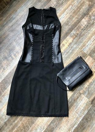 Чёрное эффектное приталеное платье
