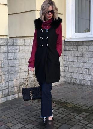 Стильное шерстяное пальто жилет без рукавов с меховой отделкой