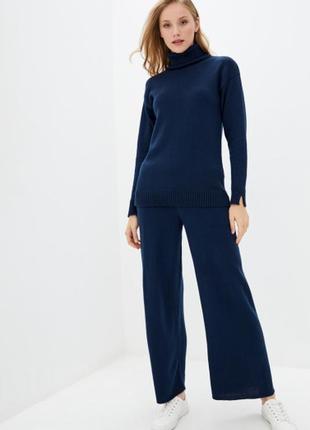 Вязаный костюм гольф+брюк-палаццо синий
