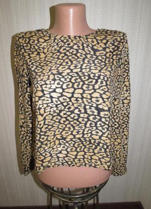 Стильная блузка с актуальным принтом от zara. xs