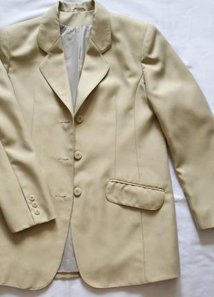 Бежевый пиджак classic woman