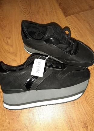 Чёрные деми кроссовки на толстой подошве