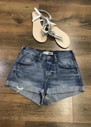 Очень стильные джинсовые шорты