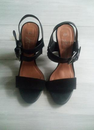 Крутые туфли на каблуки