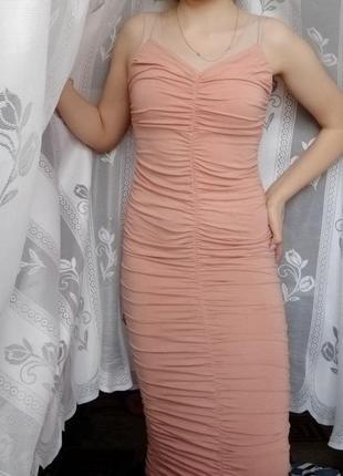 Шикарное платье миди со стяжками