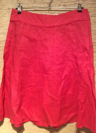 Красная юбка из рами