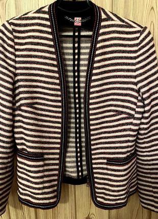 Жакет пиджак блейзер в полоску на молнии белого чёрного и красного цвета