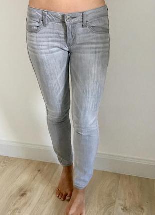 Серые джинсы american eagle