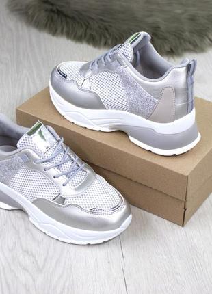 Женские кроссовки с серебряными вставками