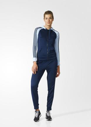 Спортивный костюм adidas re -focus 42-44(s)