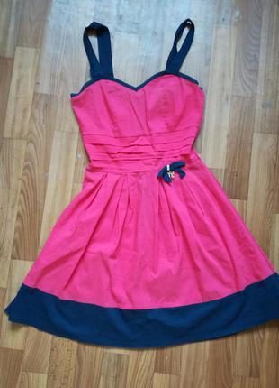 Платье красное,