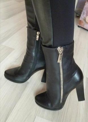 Стильные ботинки полусапожки stoalos р.39 стелька 26см