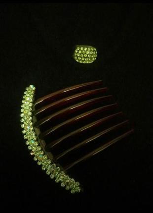 Красивый изумрудный гребешок, заколка с кристаллами  swarovski.